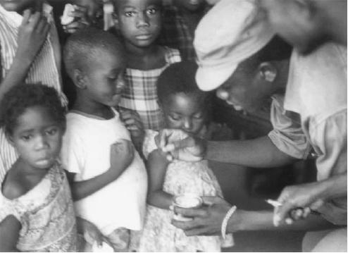کوباییها اولین واکسیناسیون کنگو را در سال ۱۹۶۶ سازماندهی کردند.